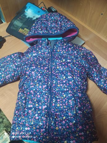 Продам курточки для девочек
