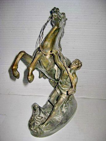 6645-Statuieta veche Calaret strunind Cal stare foarte buna.