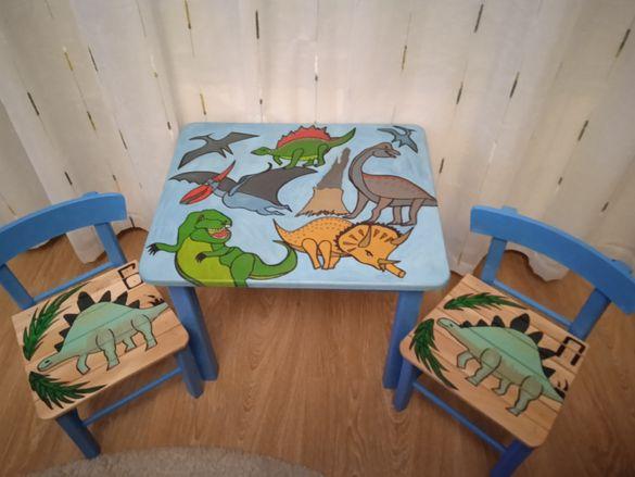 Рисувано дървено детско столче.