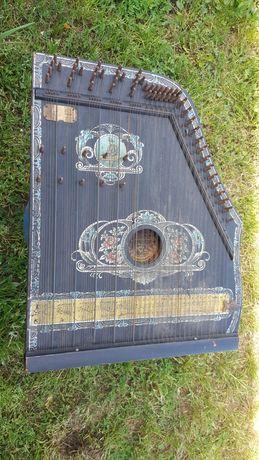Старинен струнен музикален инструмент