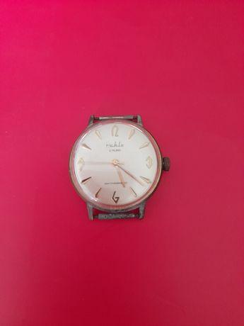 Ръчен часовник Ruhla, произведен в ГДР Източна Германия