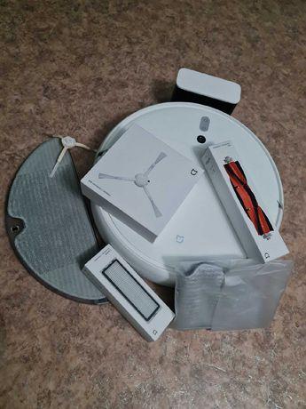 Продается пылесос Xiaomi Mijia Sweeping Vacuum Cleaner 1C белый