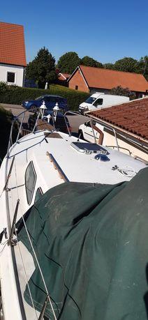 Barca  cu motor  și velier