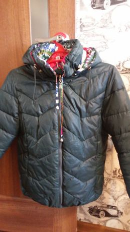 Продам женскую куртку короткую, двухсторонняя