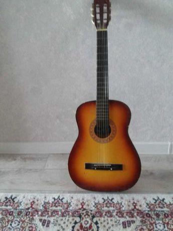Продается шестиструнная гитара