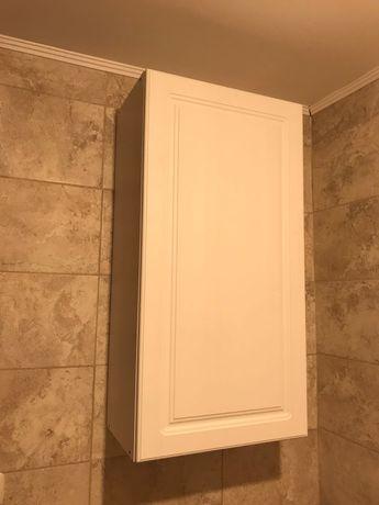 Dulap alb cu rafturi. Ideal pentru baie, sufragerie, hol.