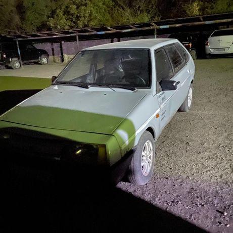 Машина-VAZ 2109.