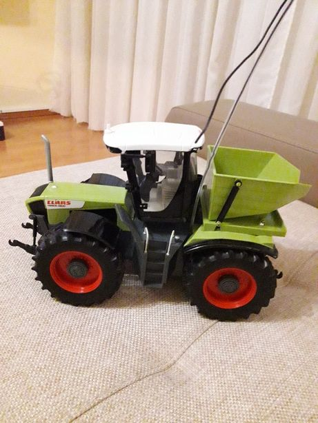 Tractor Claas RC Xerion