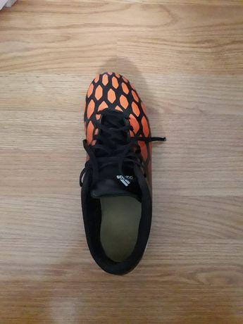 Футболни обувки.