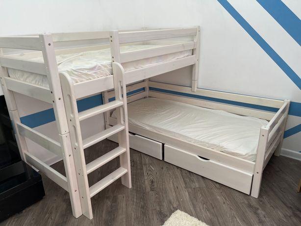 Кровать двухъярусная детская и шкаф