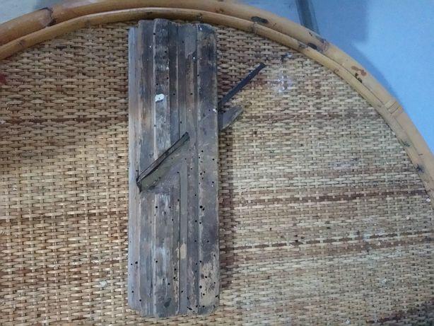 Rindea de lemn veche