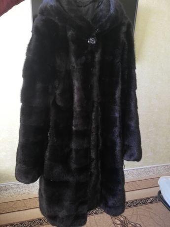 Норковая шүба с копюшоном. 44-46 размер. Чёрный бриллиант.