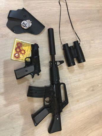 Игрушечный пистолет и автомат