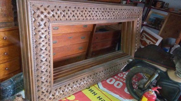 Дървена рамка с дърворезба