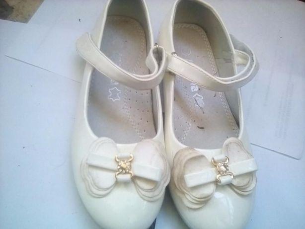 Pantofi fete, marimea 35 ,albi