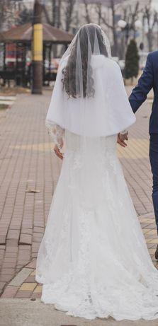 Vând rochie de mireasă tip sirenă, 3200 lei+voal