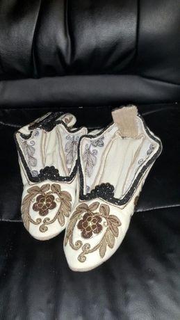 Дамски плетени терлъци и сандали