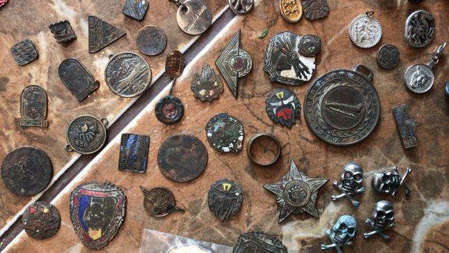 Brose, insigne, brelocuri dinainte si dupa război ww2.