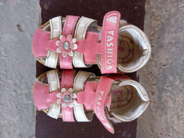Продам детский сандалик