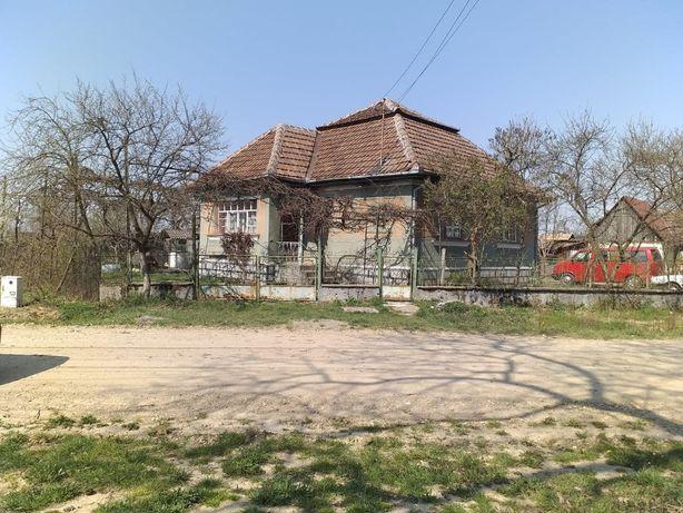 Casa cu 3400mp de pamant de vanzare