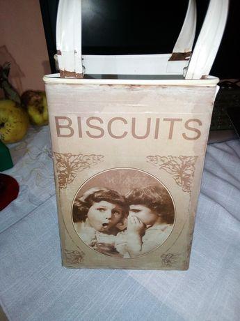 Veche cutie de biscuiti