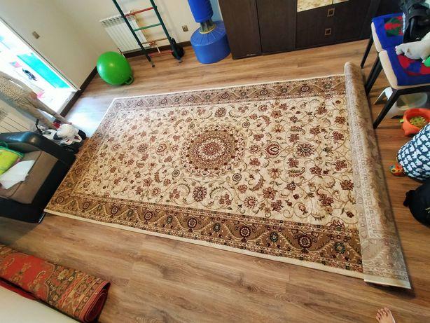 Продам ковёр размер 2метра на 4 в хорошем состоянии