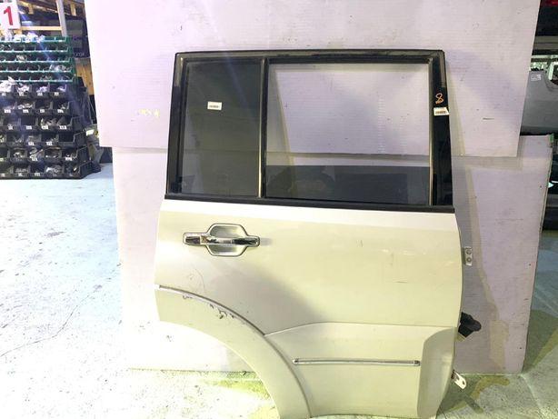 Дверь задняя правая на Mitsubishi Pajero