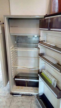 Хладилник 60/60/1.40см.