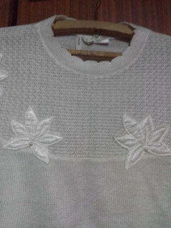 Красива машинно плетена блузка-пуловер с апликации и бродерии
