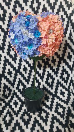 Decorațiune inimă cu floricele în ghiveci