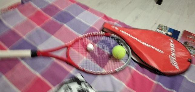 Ракетка тенисная с мячом в чехле