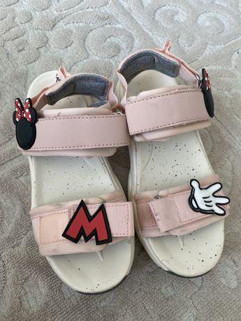 Десткие розовые сандали