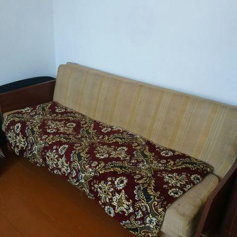 Продаю диван. На диване нужно заменить поролон