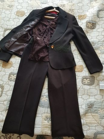 Продажа костюм тройка. Брюки жакет и гепюровая блузка с бантом.