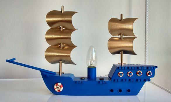 Лампа,дървен кораб