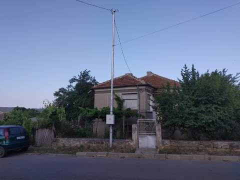 Двуетажна къща в село Гълъбец
