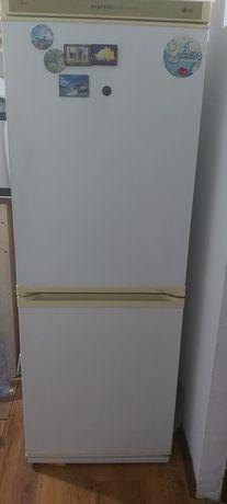 ПродамLG холодильник