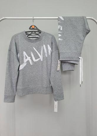 Спортивный костюм от бренда Calvin Klein