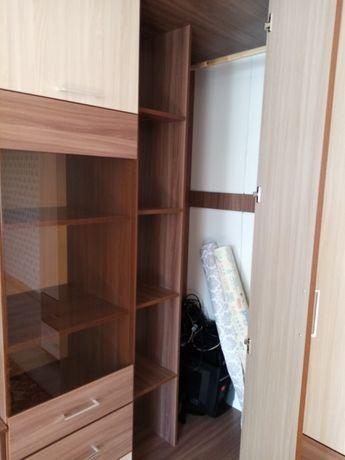 Зальная или можно в гостиную  стенка
