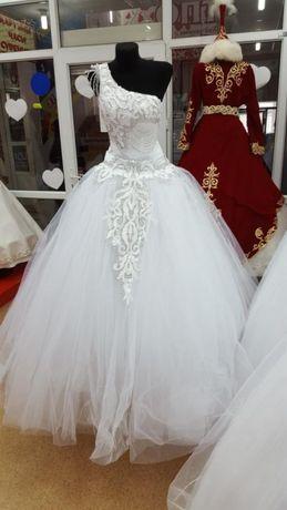 Новое свадебное платье на одной лямке