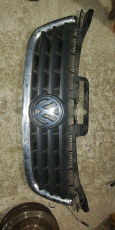 Решетка радиатора на Фольксваген Пассат В5+ из Германии