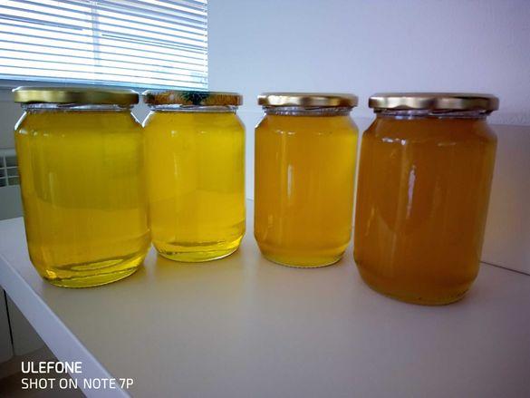 Натурален мед-собствено производство.