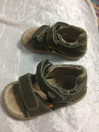 продавам детски сандали Falcotto