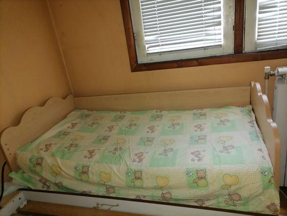 Продавам Детско легло С Матрак.