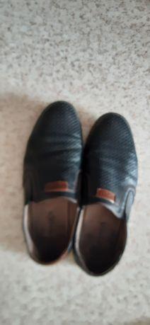 Продам мужской туфли в хорошем состояний за 2500 тг.