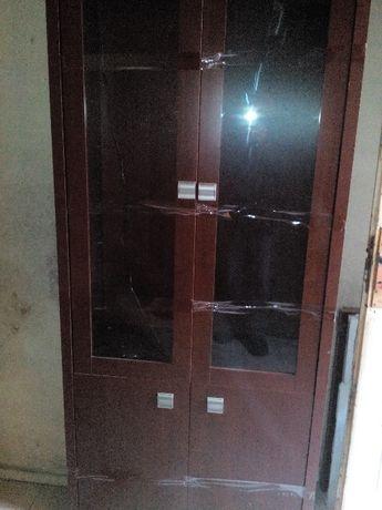 Продавам секция и старинен шкаф
