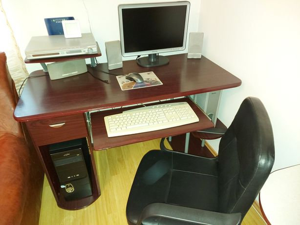 Birou+ Scaun+Calculator + monitor + tastatura + mouse