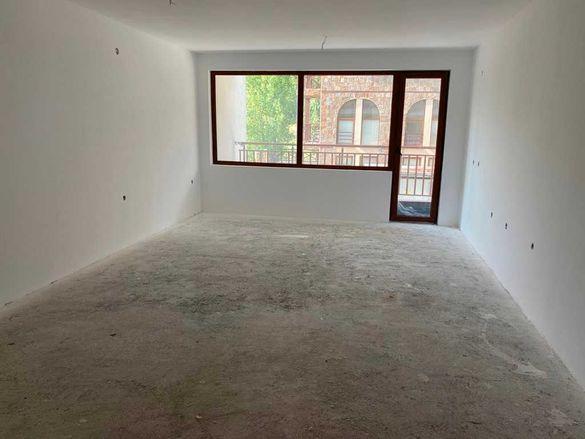 Южен едностаен апартамент за продажба в жилищна сграда в Банско