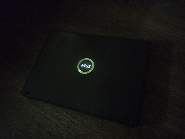 Ноутбук MSI в хорошем состоянии