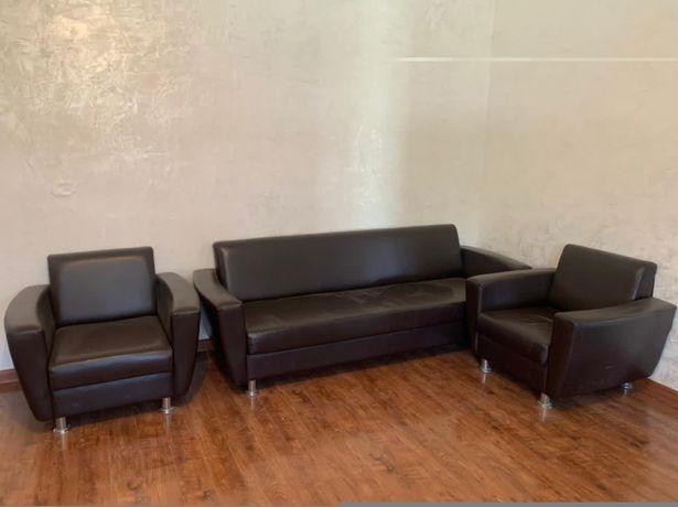 Продам кожаный диван с креслами!